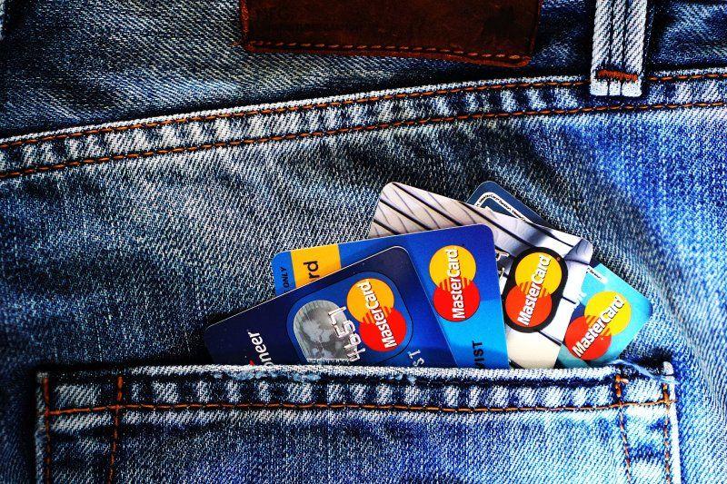 Es un crédito que se pone a disposición del cliente a través de una tarjeta, mediante la cual dispondrá de una cantidad determinada de dinero que podrá utilizar para realizar pagos.
